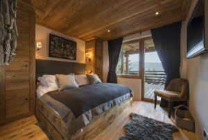 Chalet Ivouette bedroom overlooking Moutains